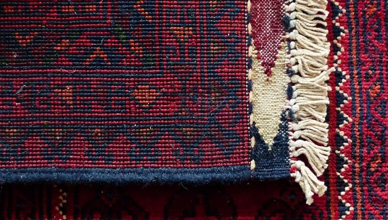 ¿Cuál es la diferencia entre la limpieza en seco y la limpieza con vapor de una alfombra?